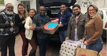 Empregados da CMOC Brasil doam itens de higiene a desabrigados em Cubatão