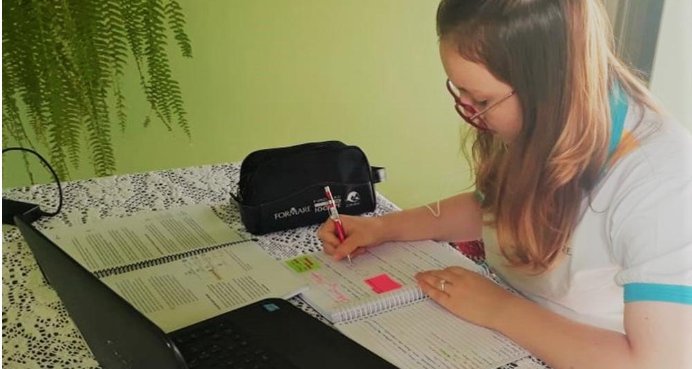 Voluntários da CMOC ministram aulas online para alunos do Programa Formare